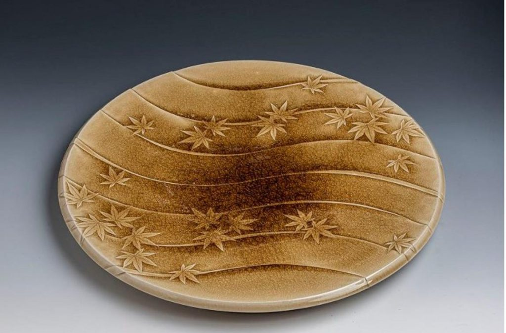 「黄灰釉 モミジ平皿」