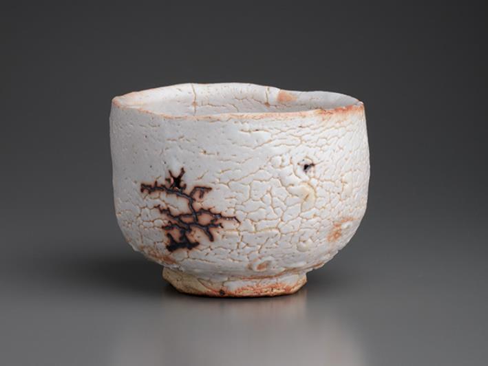荒川豊蔵(1894-1985) 志野茶垸 1957年  東京国立近代美術館蔵