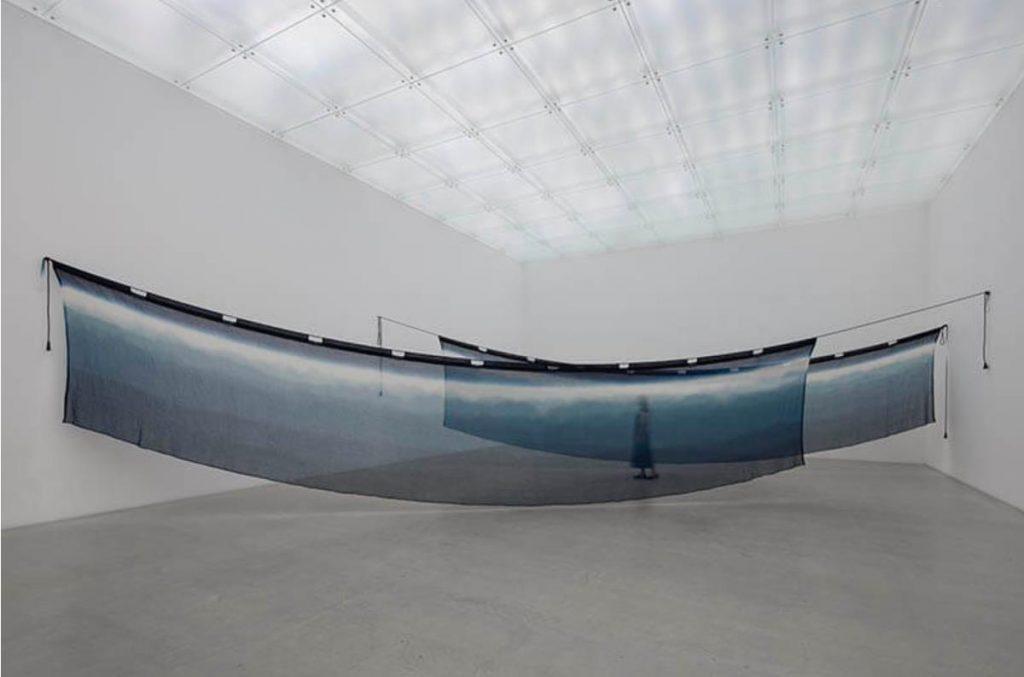 福本潮子《霞の幔幕》2002 © FUKUMOTO Shihoko photo: © Hiroshi Sugimoto