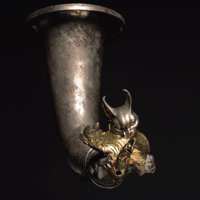 鶏をくわえる山猫形リュトン 前2世紀末-前1世紀